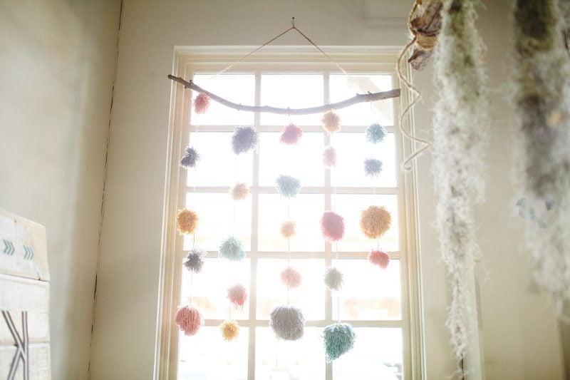 Pompons basteln für das Kinderzimmer