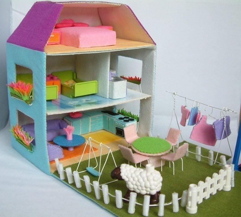 Ein großes Puppenhaus aus Filz basteln