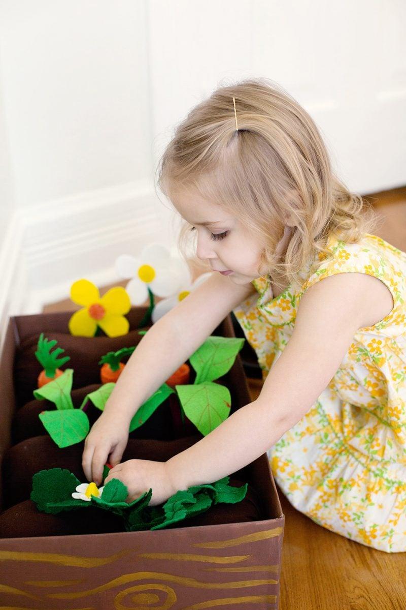 Spielzeuge aus Filzstoff - DIY Anleitung für Garten Box