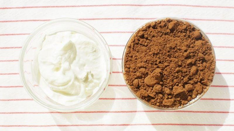 Roher Kakao hat eine gewissen Anti-Aging-Wirkung und eignet sich perfekt für trockene Haut