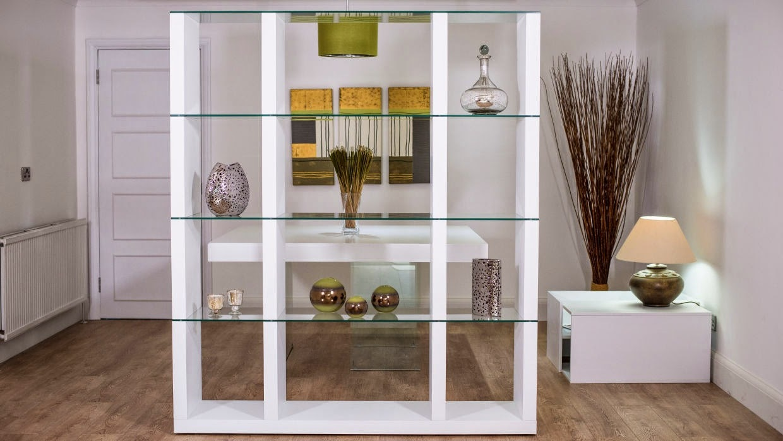 Glasregale mit Weiß kombinieren