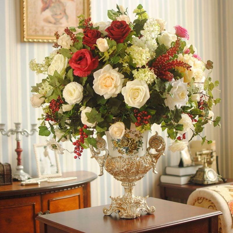 Blumendeko auf dem Tisch