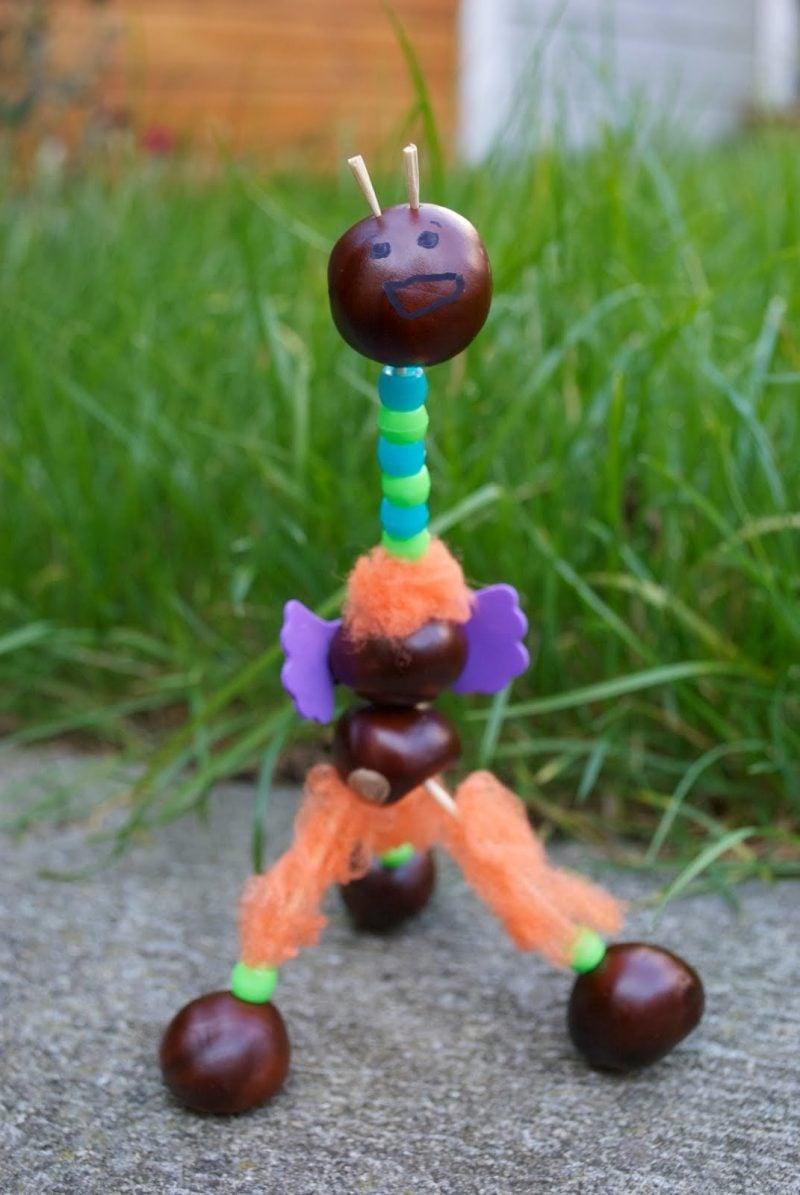 Kastanienmännchen basteln- verwenden Sie auch andere Materialien für lustigere Ideen