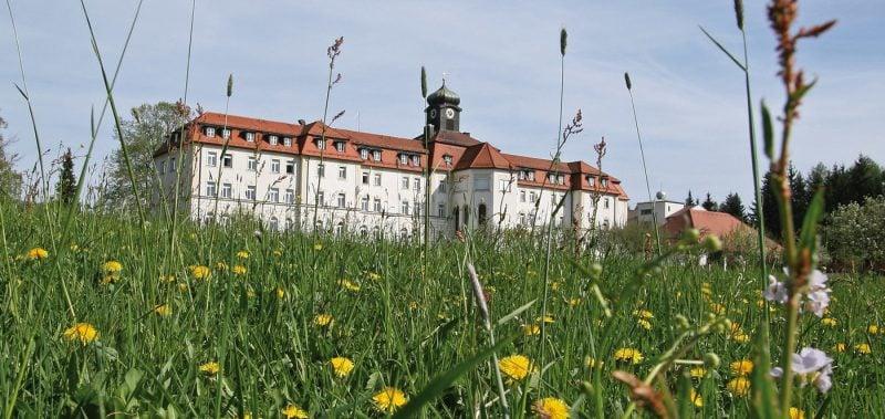 Märchenhafte Schlösser und Burgen im Kloster Kostenz in Bayerischer Wald
