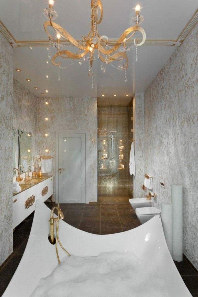 Luxus Badezimmer königlicher Look riesige Badewanne aus Porzellan