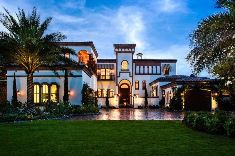 Wollen Sie in einem Luxushaus mit Garten wohnen?