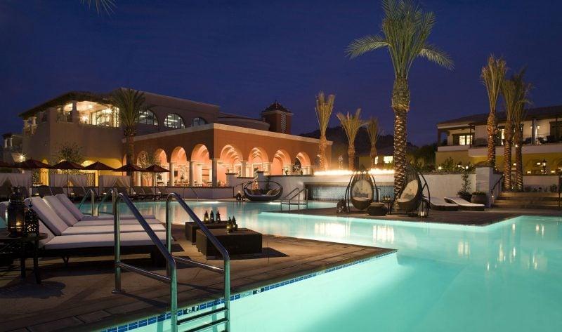 Dieser Pool beeindruckt mit seinem Ausmaß.