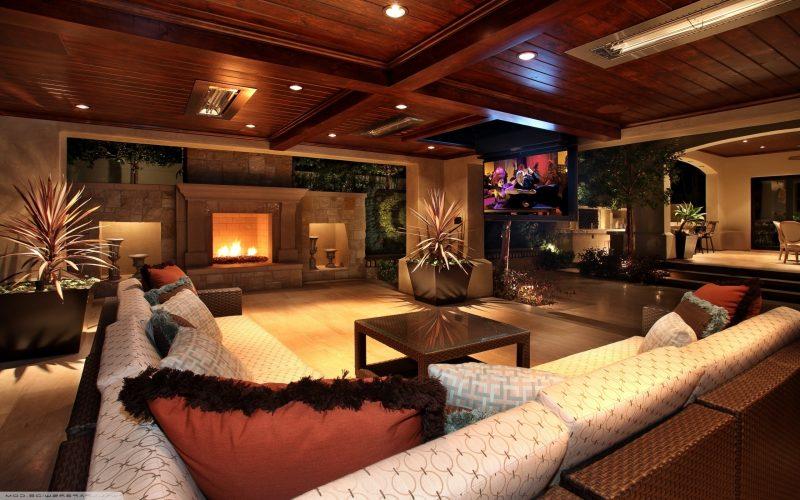 Dekorieren Sie das Wohnzimmer attraktiv.