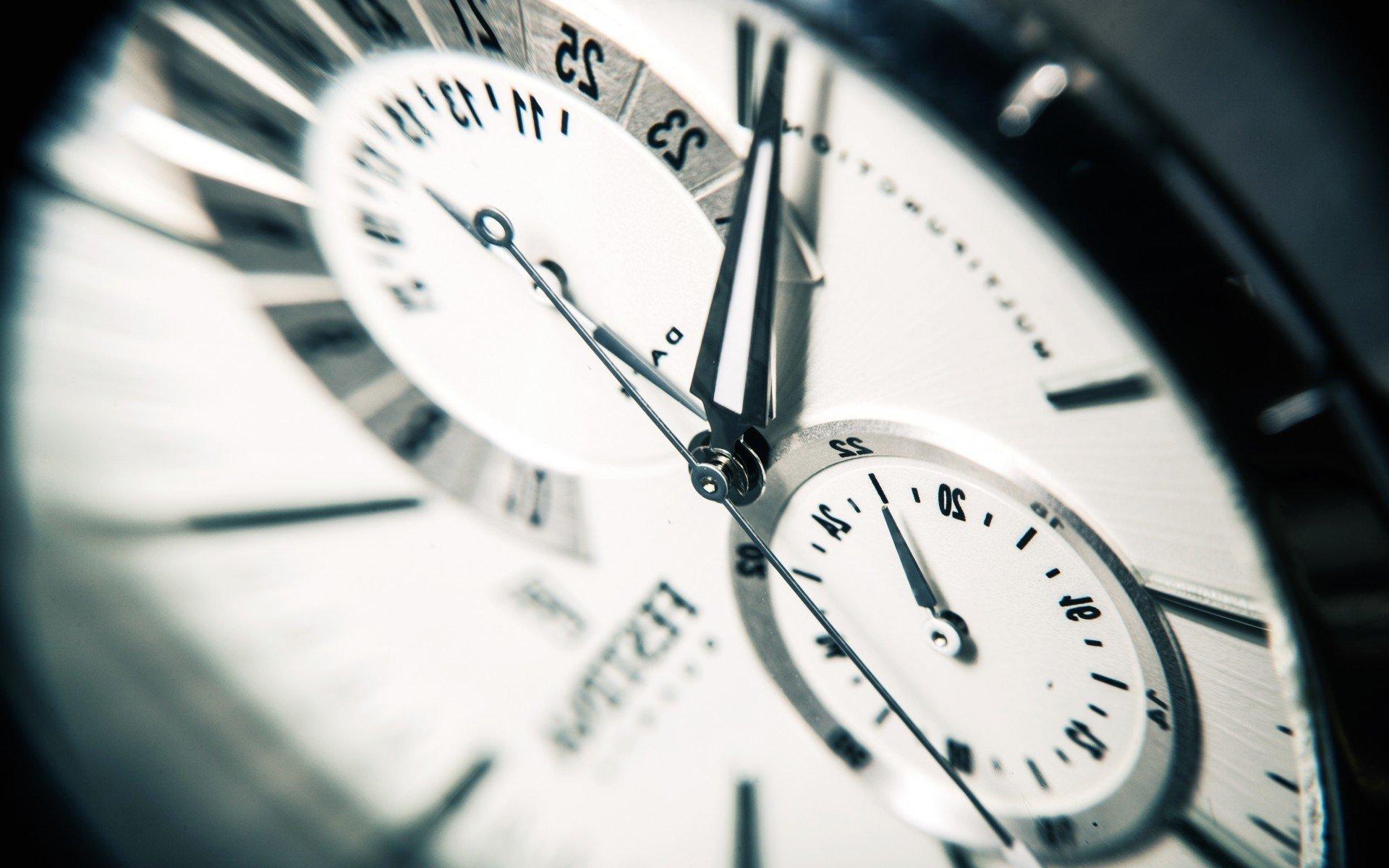 Markenuhren  Tipps für den Uhrenkauf: So kaufen Sie Markenuhren billig ...