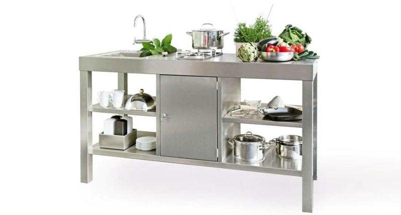 moderne mobile Küche aus Edelstahl mit Spühlbecken, Regalen und Gaskocher