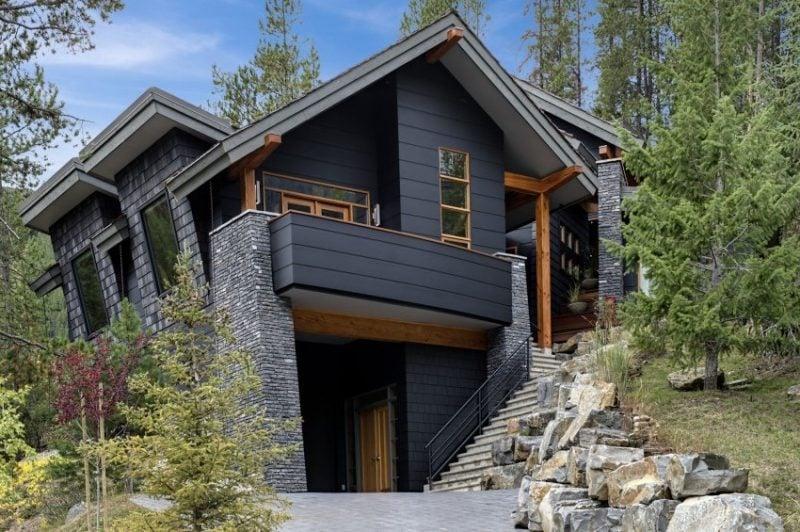Moderne Fassadenfarbe in Schwarz