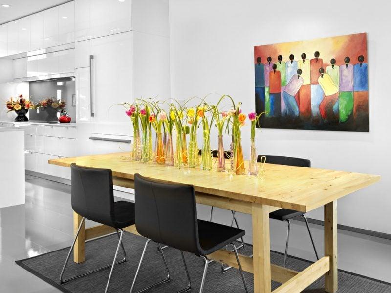 Blumendeko für moderne Küche.