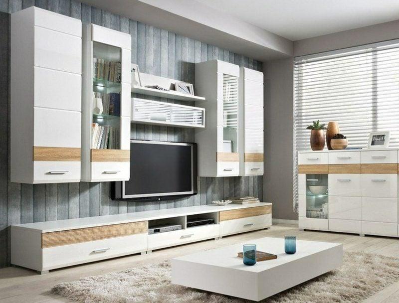 TV Wand als Akzent im Wohnzimmer originelle Tapeten in Holzoptik