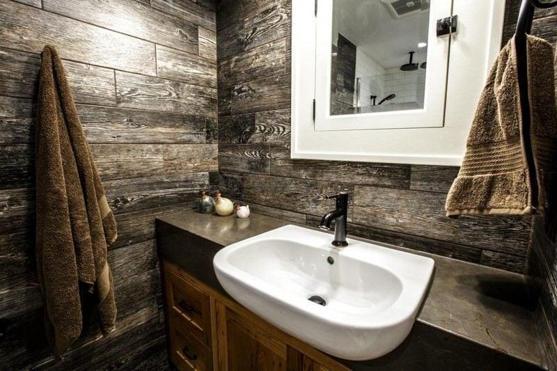 Luxus Badezimmer rustikaler Stil Wandverkleidung aus wiederverwertetem Holz