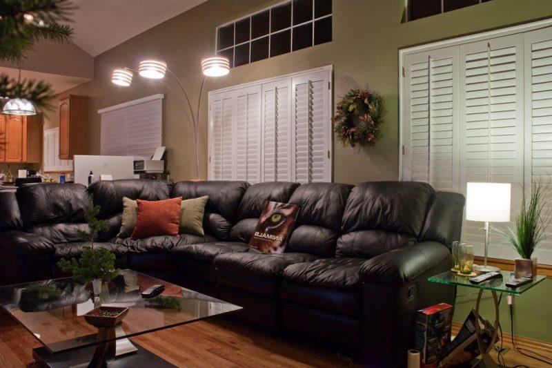 Schwarze Ledermöbel im Wohnzimmer!