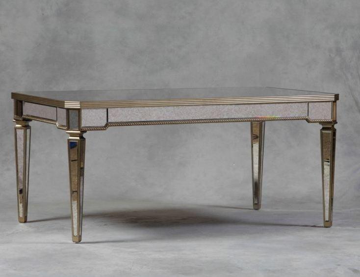 Dieser Silbertisch fasziniert.