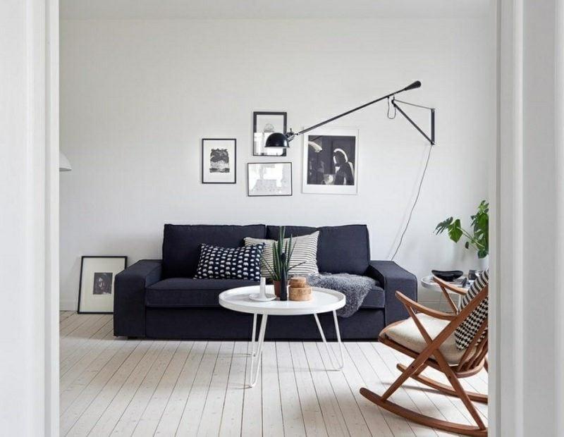 skandinavische Möbel Wohnzimmer Schaukelstuhl aus Holz dunkelgraues Polstersofa