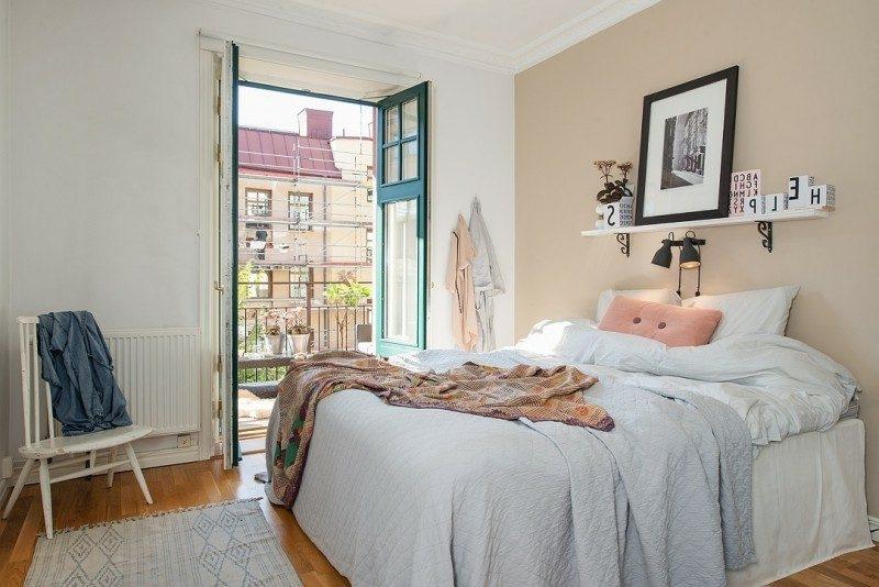 skandinavische Möbel Schlafzimmer puristische Einrichtung Akzentwand in Beige