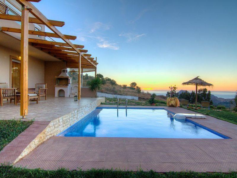 Eigenen Swimmingpool im Garten kann nicht nur Traum und Luxus sein