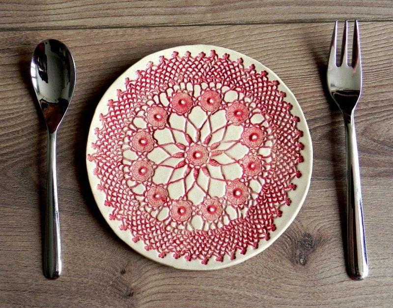 Bemalter keramischer Teller
