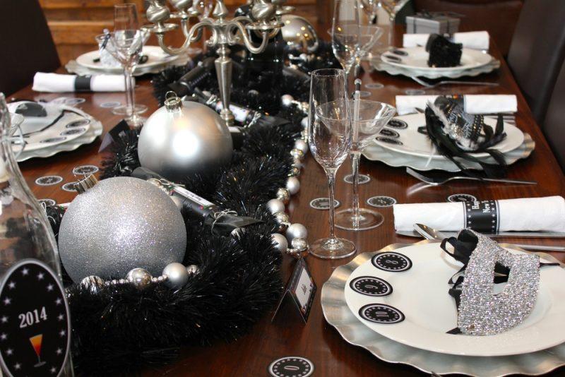 Idee: Jeder Gast bekommt Partyzubehör zum Start in die Nacht