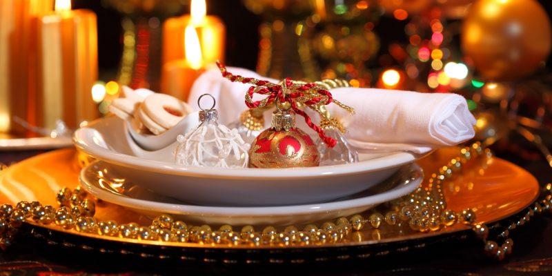 Silvester Tisch eindecken - verwenden Sie die Weihnachtdekoration