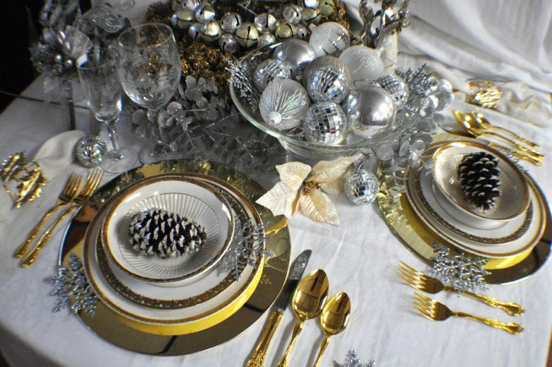 Silvester Tisch eindecken - Goldbestecke verwenden