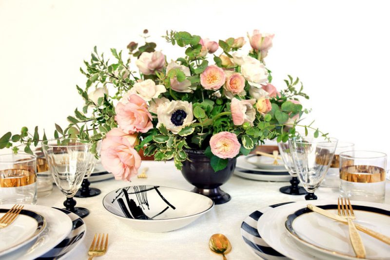 Tischdeko mit Rosen.