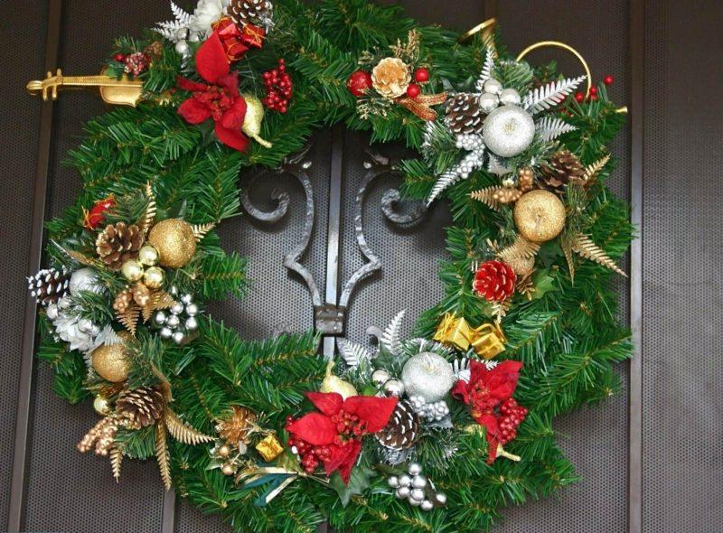 tuerkranz zu weihnachtenchristmas pine needle