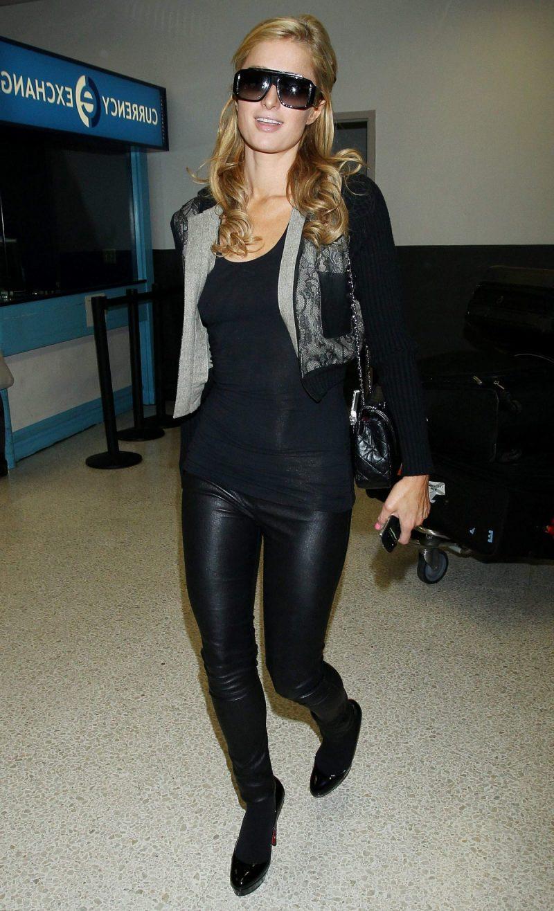 Paris Hilton trägt Schuhe in Übergrossen