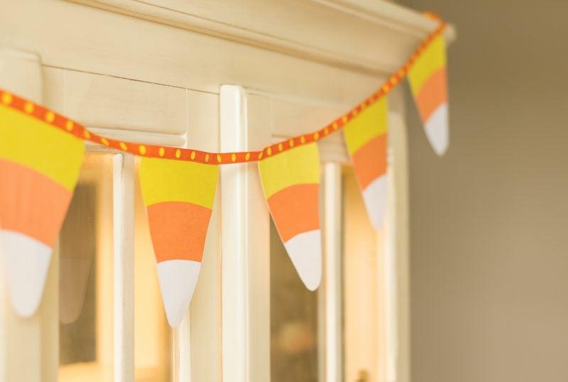 Originelle Kinderzimmerdeko mit individuellen Wimpelketten
