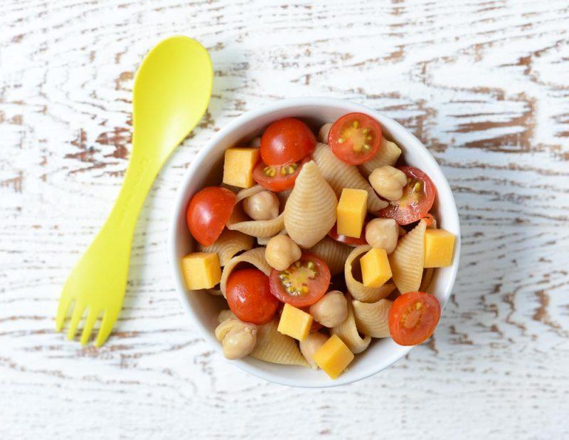 healthy pasta salads Erbsen, Karotten und Orzo Nudelsalat für Kinder