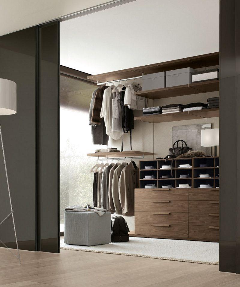Ankleidezimmer einrichten begehbarer kleiderschrank kommoden schubladen kleiderständer