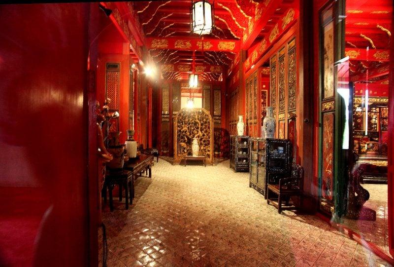 Asiatische Möbel: Rot