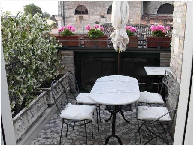 Balkonbeläge: Kühler Steinboden für den Balkon
