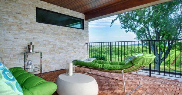 den balkon einrichten 20 vorschl ge f r einen sch nen balkonbelag balkon bodenbel ge. Black Bedroom Furniture Sets. Home Design Ideas