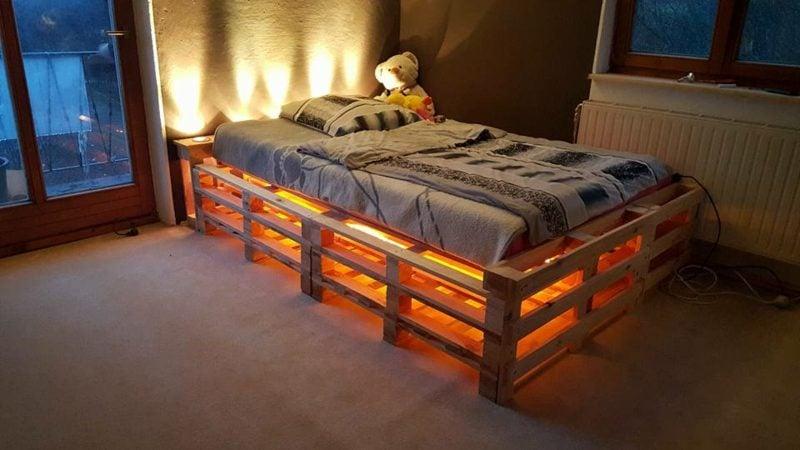 Europaletten Bett indirekte Beleuchtung herrlicher Look