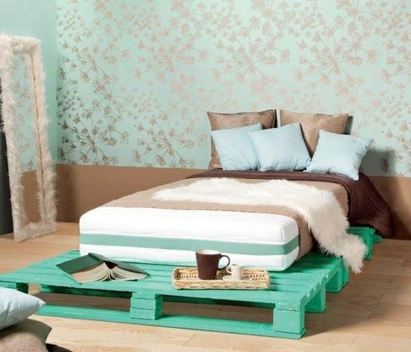 Europaletten Bett im Türkischgrün moderner Look