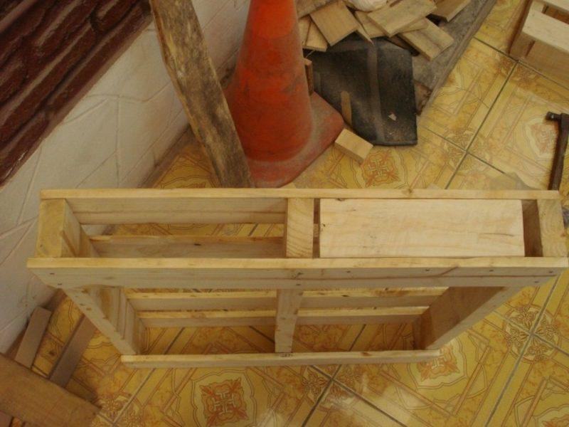 DIY Europaletten Bett bauen
