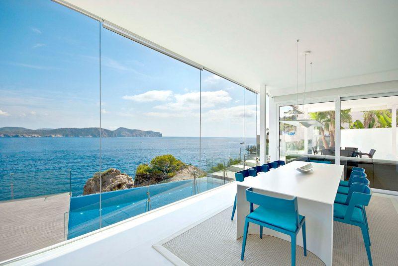 Bodentiefe Fenster ermöglichen grenzenlosen Ausblick