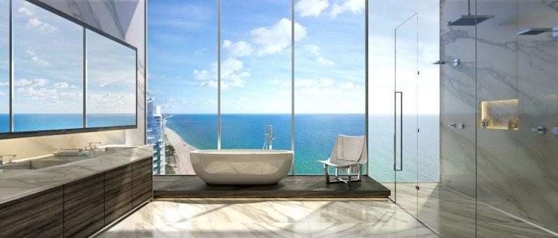 Bodentiefe Fenster in oberen Etagen ermöglichen wunderschönen Ausblick auf das Meer
