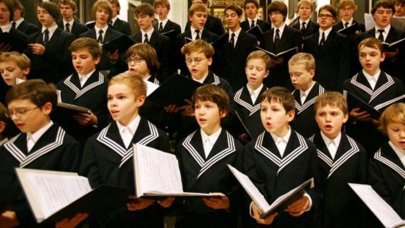 Weihnachtslieder singen Kinderchor