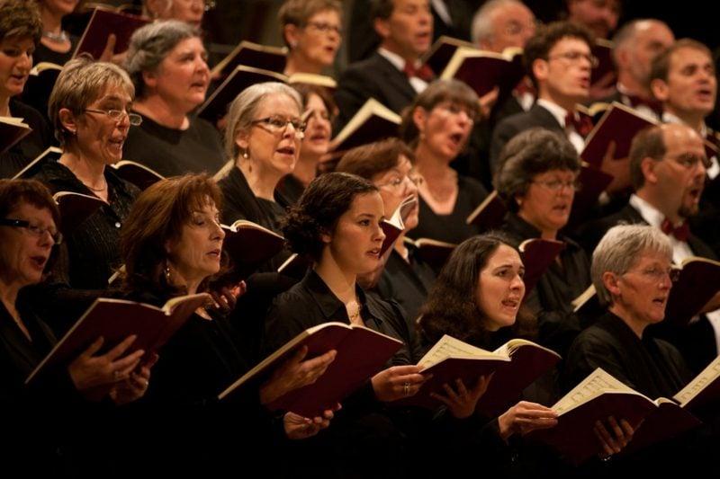 traditionelle Weihnachtslieder singen Chor
