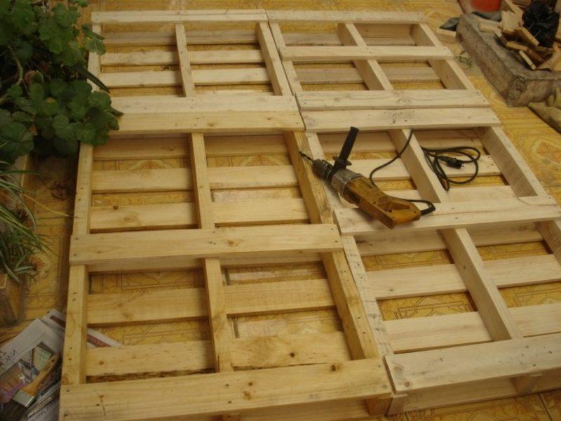 Europaletten Bett selber gestalten Bettgestell bauen