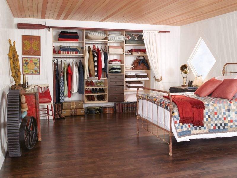DIY begehbarer kleiderschrank schlafzimmer offene regalsysteme vorhänge