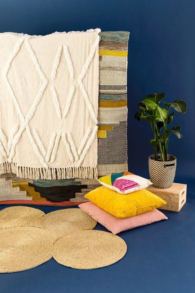 Deko Kissen gelb rosa bunt zimmerpflanzen teppich diy deko ideen