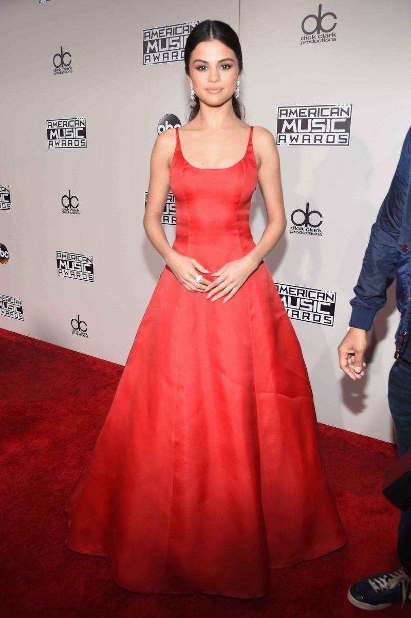 Designerstoffe: Selena Gomez in Prada
