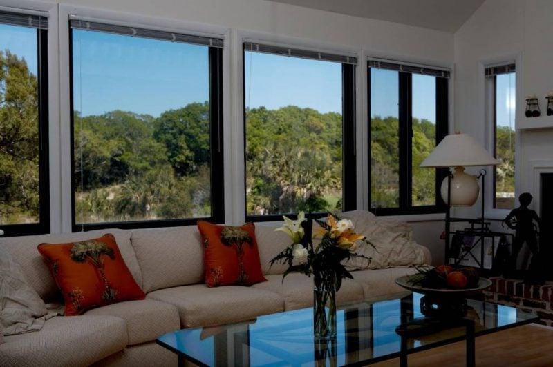 Eleganz am Fenster: Sonneschutzfolien für perfekten Komfort