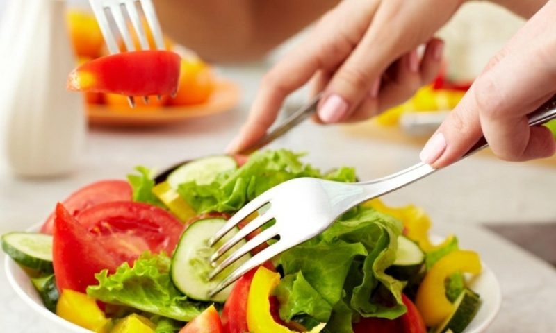 gesunde Ernährung Salat zubereiten Abnehmen