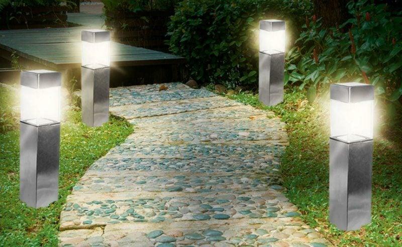 Gartengestaltung Ideen Solarlampen entlang der Gartenwege